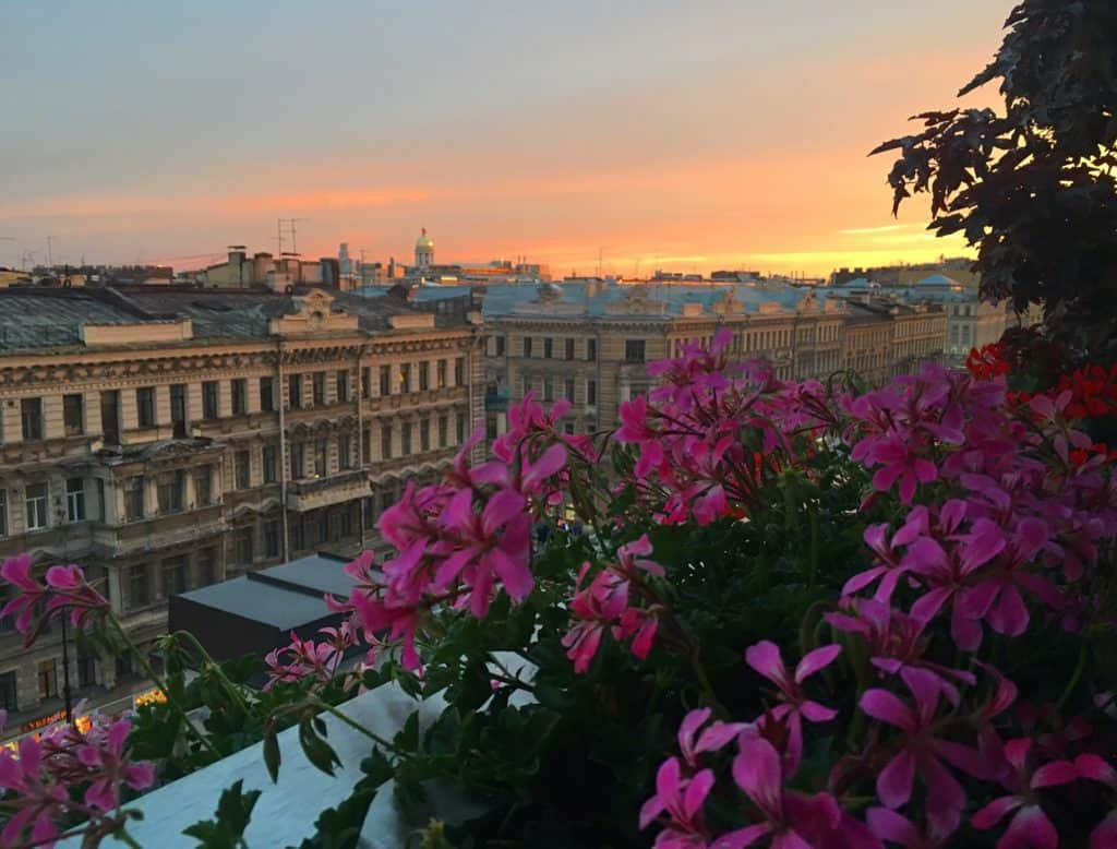 The ultimate guide to St. Petersburg, Russia from a local: places, food, accommodation, sunset in St. Petersburg