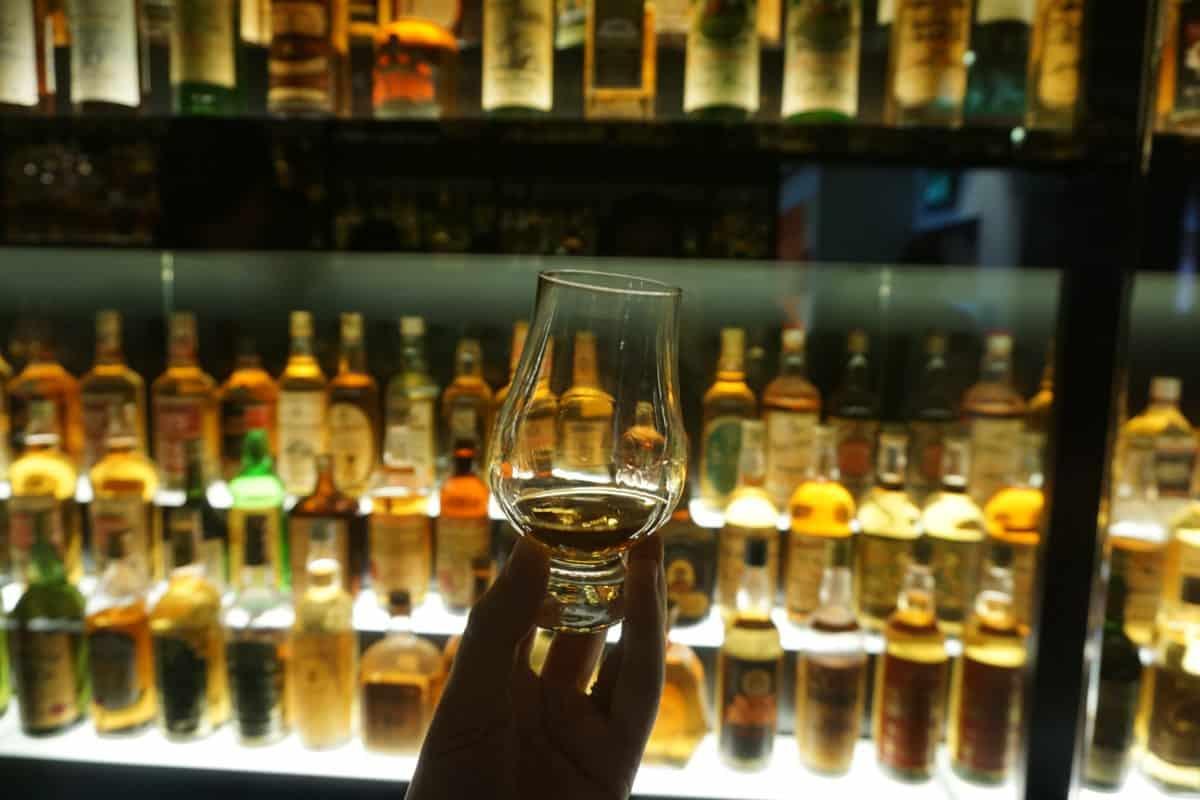 The ultimate guide to Edinburgh, Scotland: Edinburgh travel tips Edinburgh Whisky Experience