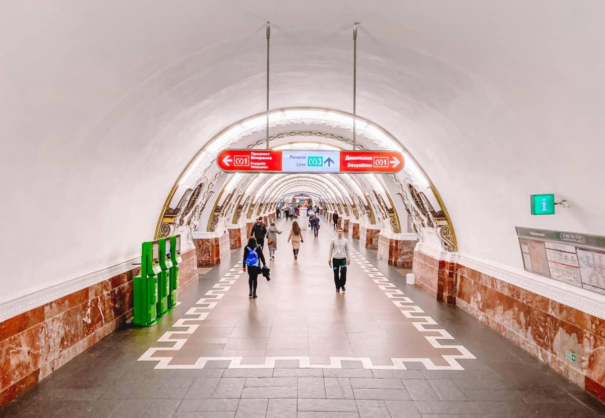 guide to transport in St. Petersburg. How to use metro in Saint Petersburg metro