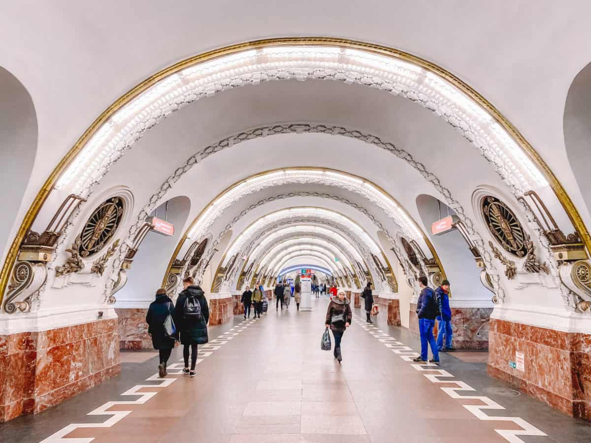 Ploshad Vosstaniya - most beautiful metro stations in St Petersburg