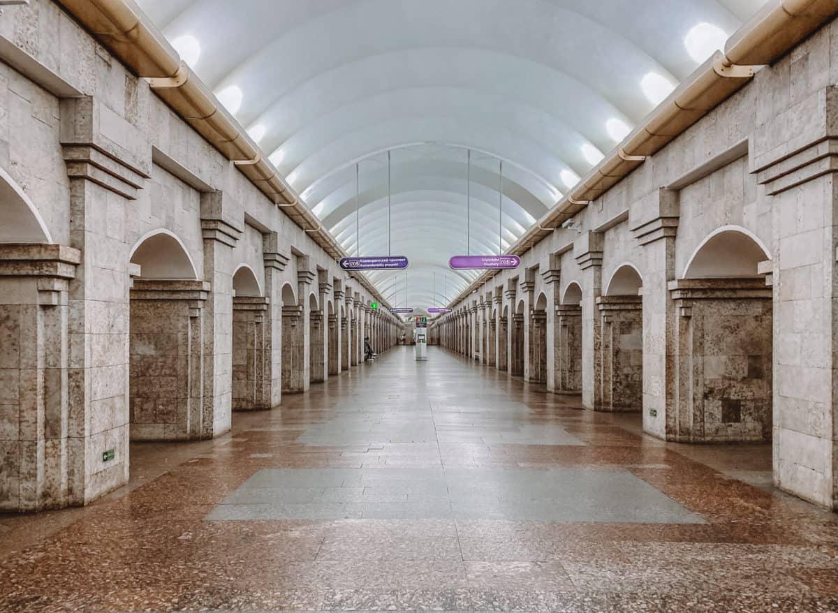 Krestovky Ostrov station