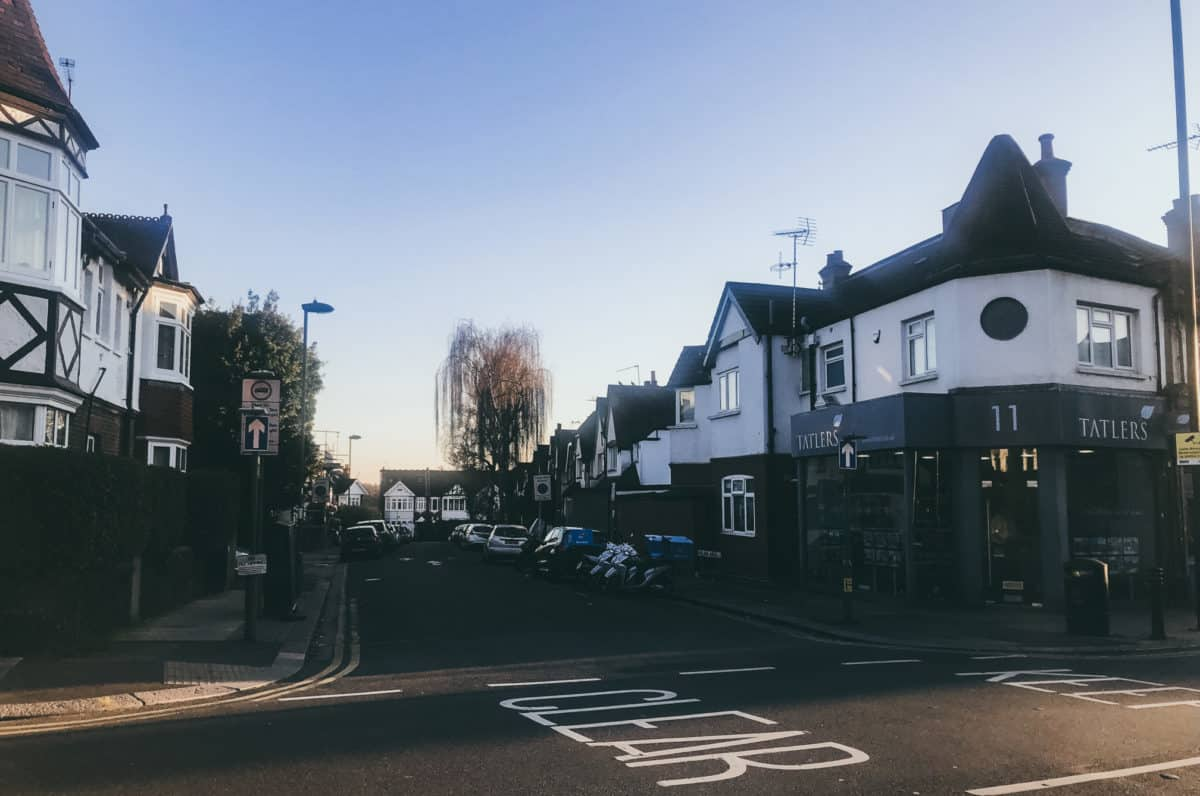 What is it like to live in East Finchley? Safety, prices to buy / rent and things to do