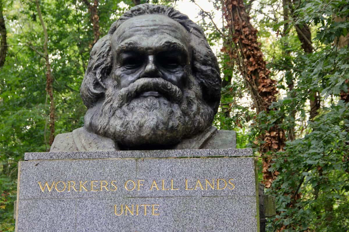 HIghgate Cemetery - lesser known places in London