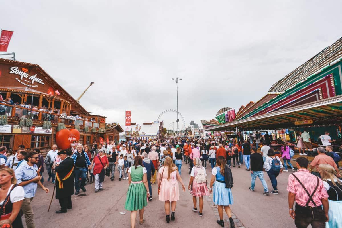 Cannstatter Wasen experience. Oktoberfest Stuttgart. Best beer festivals in Germany