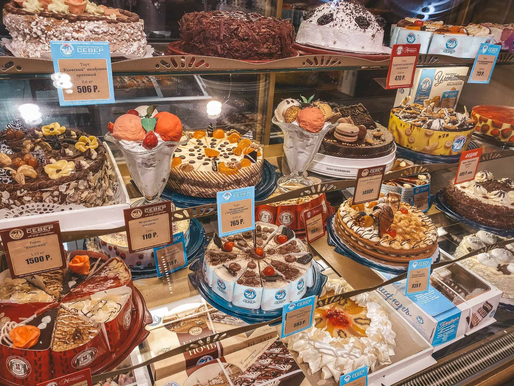 Planning your next trip to Russia and thinking of the best things to eat? Don't worry, you will soon learn about 10+ amazing desserts to try in Russia.