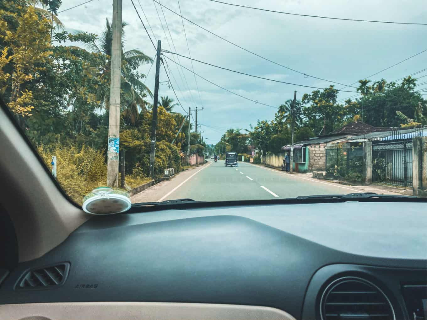 How hard it is to self-drive in Sri Lanka? Our experience driving in Sri Lanka
