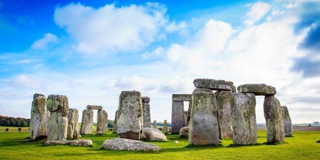 Amazing day trips from London - Stonehenge